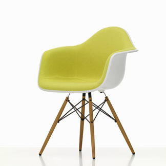 Vitra Eames plastic chair Eames Plastic Chair stoel geel by designer:Charles & Ray Eames