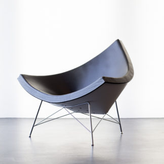 Vitra Coconut chair Coconut Chair, zwart leder 66 nero, witte schaal by designer:George Nelson