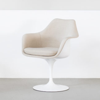 Knoll Tulip Chair Tulip Chair armstoel - draaibaar, zitschaal & basis wit, volledig bekleed. by designer:Eero Saarinen