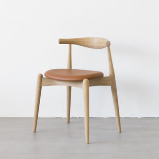 CH20 Elbow ChairCH20 Elbow Chair, eiken white oil, zitting leder cognac